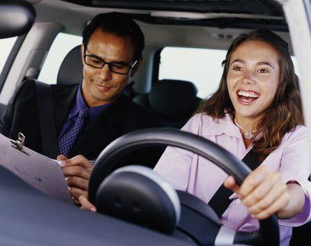У кого учиться водить авто или учимся вождению автомобиля