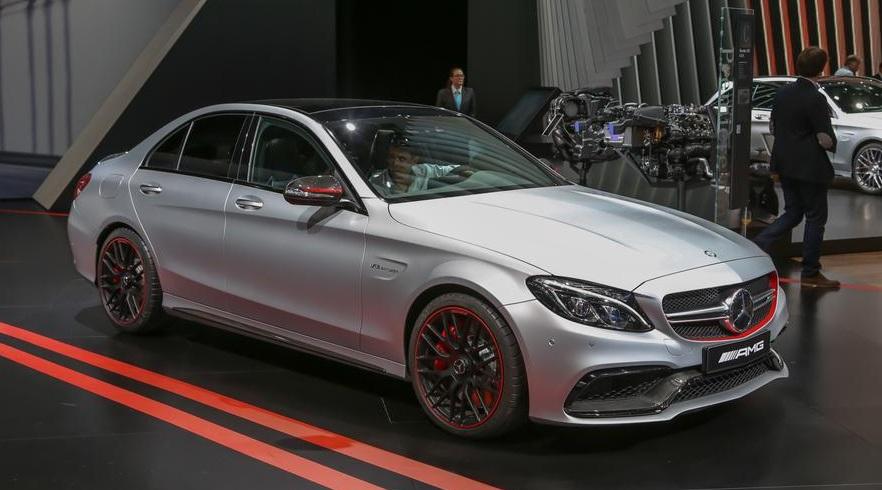 Компания Mercedes вывела на тест драйв новый кабриолет AMG C63